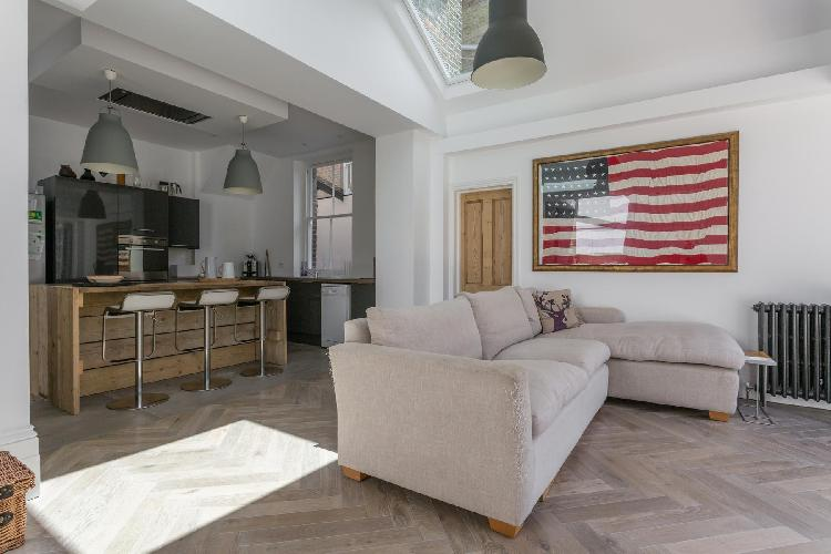 fully furnished London Priory Road West luxury apartment
