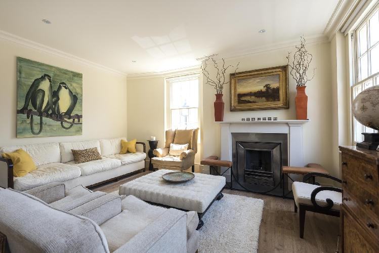 spacious yet snug London - Bourne Street luxury apartment and holiday home