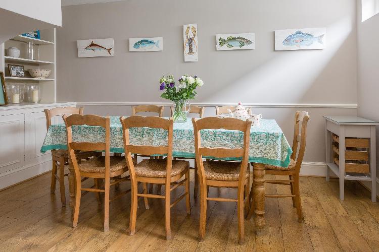 delightful dining room of London Radley Mews luxury apartment