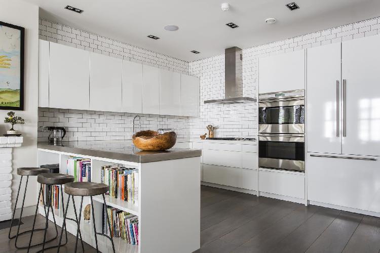 spacious kitchen o London Laverton Mews luxury apartment