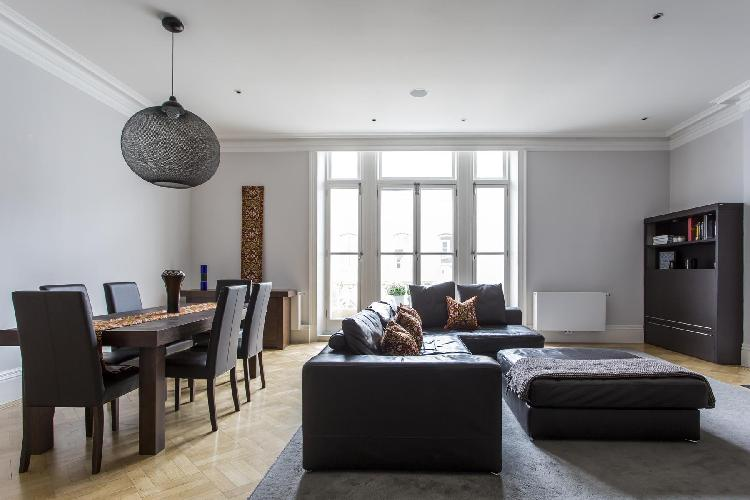 dashing West London De Vere Gardens III luxury apartment and vacation rental near High Street Kensin