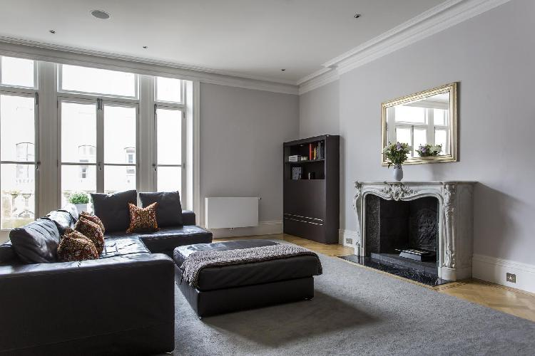 chic and charming parlor of London De Vere Gardens III luxury apartment and holiday home near High S