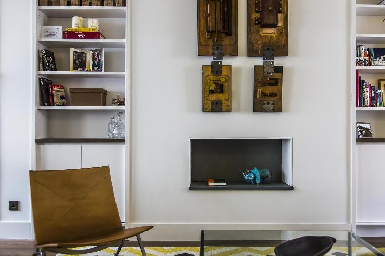 nice furnishings in the parlor of London Callcott Street luxury apartment