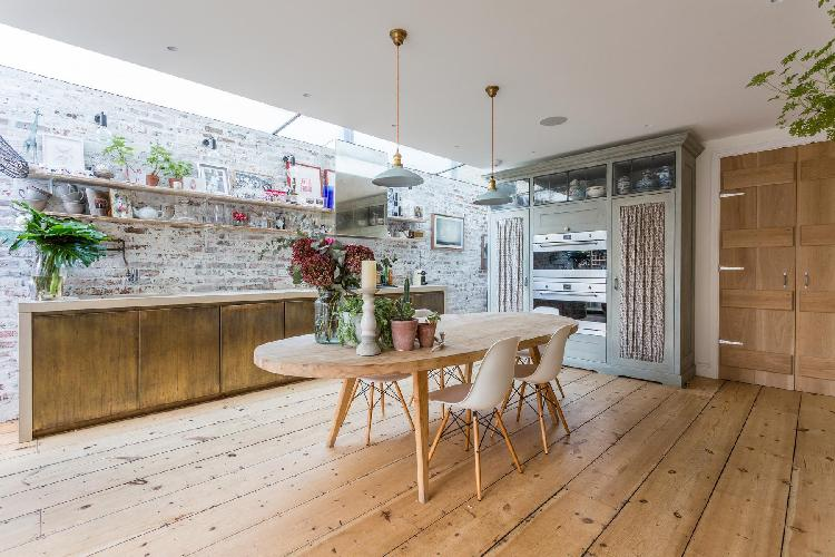 spanning skylight and well-maintained wooden floorboards of dining room of London Barlby Road III lu