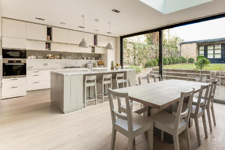 breezy and bright London Caithness Road V luxury apartment