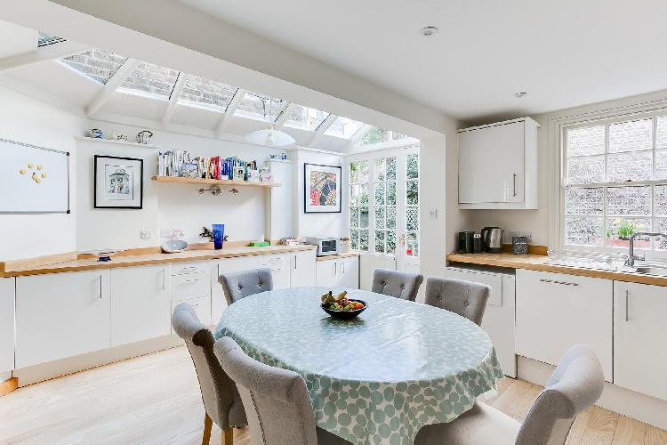 airy and sunny dining room of cheery and chic London Cadogan Street III luxury apartment