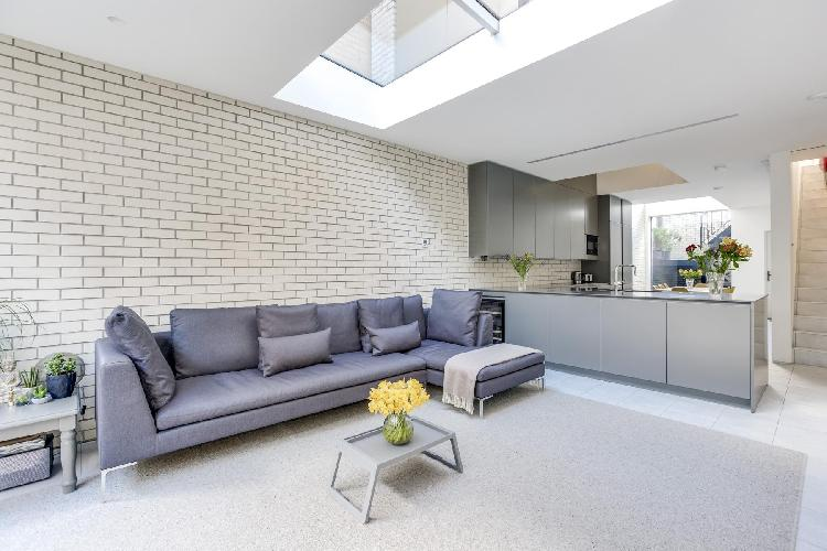 sunny and airy London Bridport Place luxury apartment and holiday home