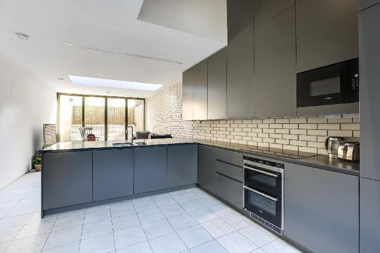 modern appliances and nice cabinetry in London Bridport Place luxury apartment