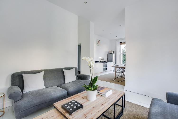 cozy sitting room of London Lansdowne Road V luxury apartment