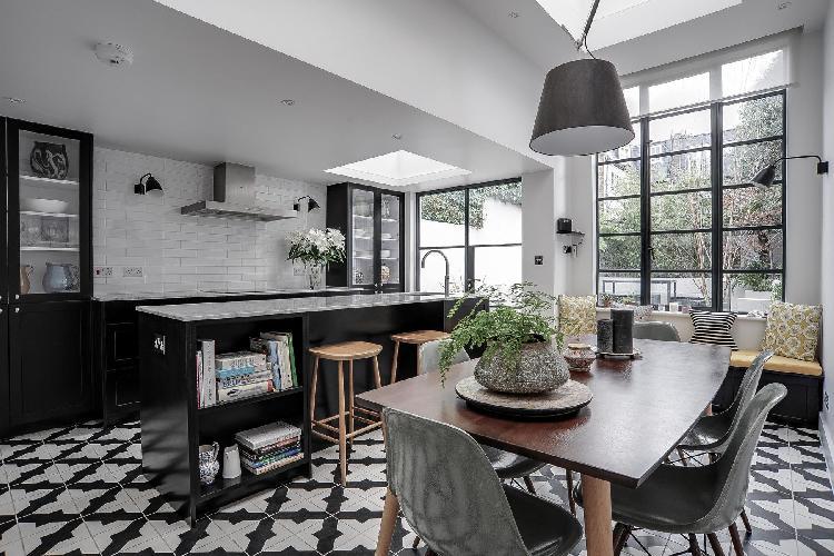 beautiful London Masbro Road luxury apartment and holiday home