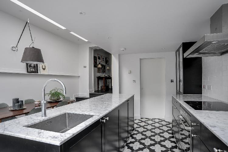 fully furnished London Masbro Road luxury apartment