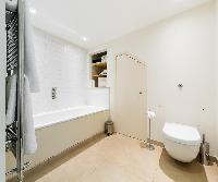 neat toilet in London Apartment 3485 luxury apartment