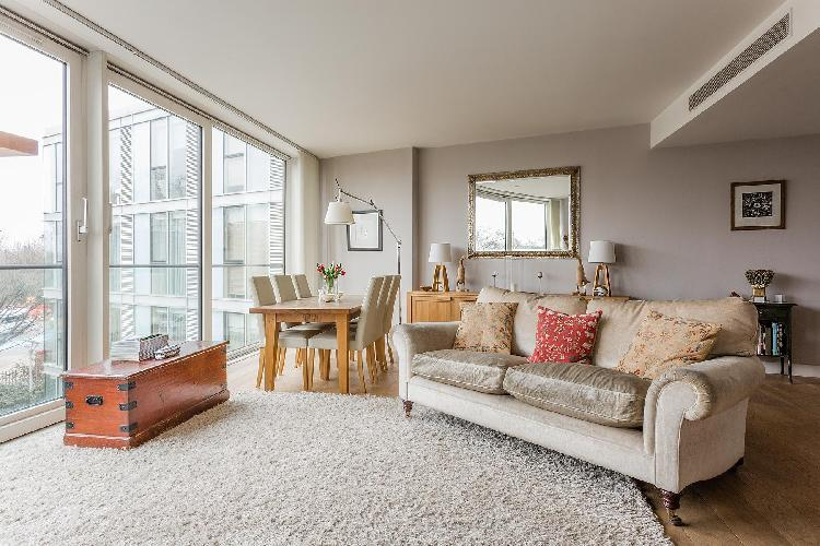 lovely London Hirst Court luxury apartment and holiday home