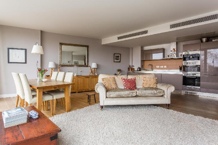 charming London Hirst Court luxury apartment and vacation rental