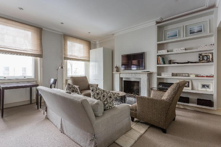 series of generous windows in the sitting room of London Beaufort Street IV luxury apartment