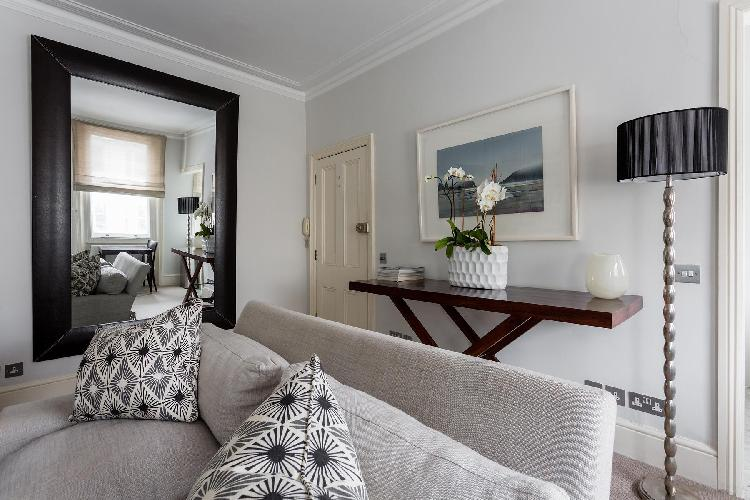 large decorative mirror in the sitting room of London Beaufort Street IV luxury apartment