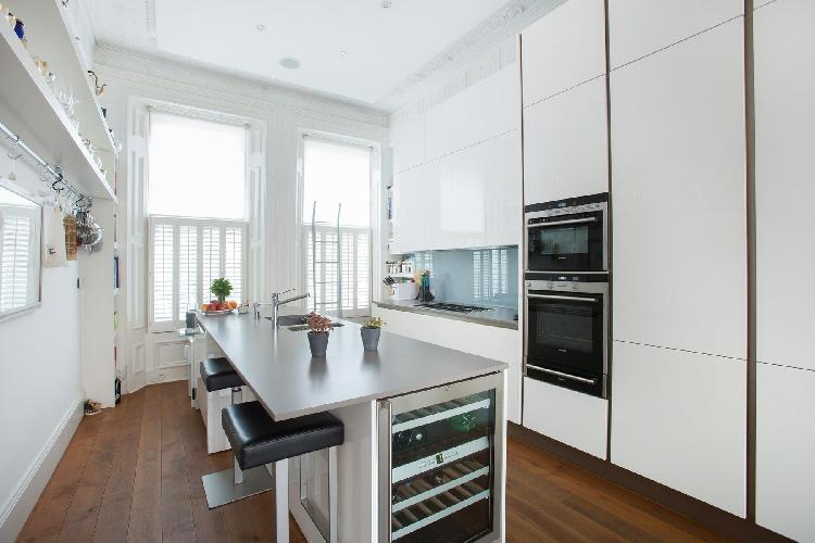 a pair of generous windows in the modern kitchen of London Courtfield Road II luxury apartment