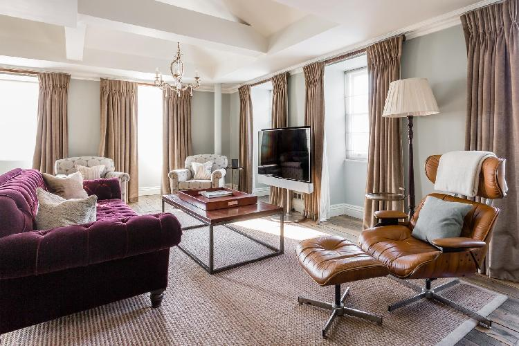 beautiful London Curzon Street luxury apartment and holiday home in the Mayfair district of West End