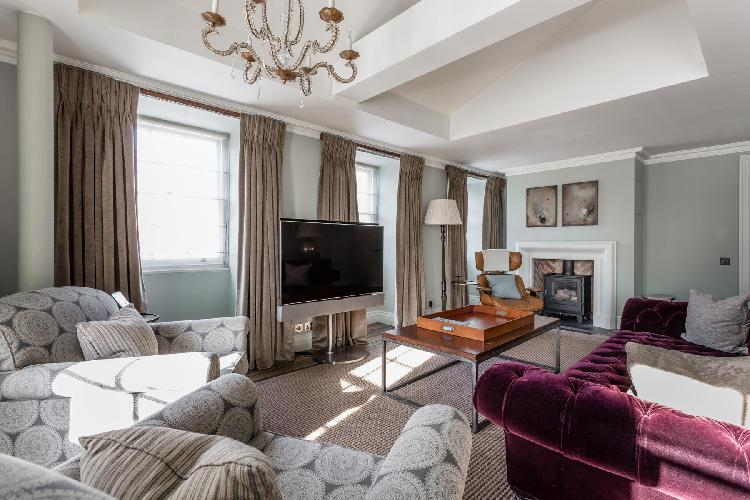 snug and serene London Curzon Street luxury apartment and holiday home in the Mayfair district of We