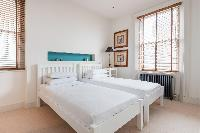 twin bedroom of London Airlie Gardens IV luxury apartment