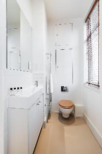 neat lavatory of London Airlie Gardens IV luxury apartment