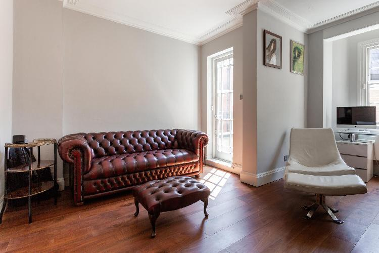 chic and charming London Cadogan Place II luxury apartment and vacation rental