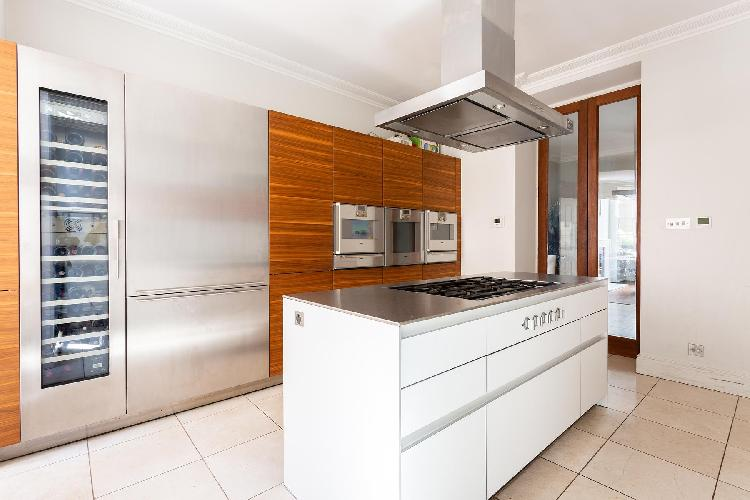 breezy and bright kitchen of London Cadogan Place II luxury apartment