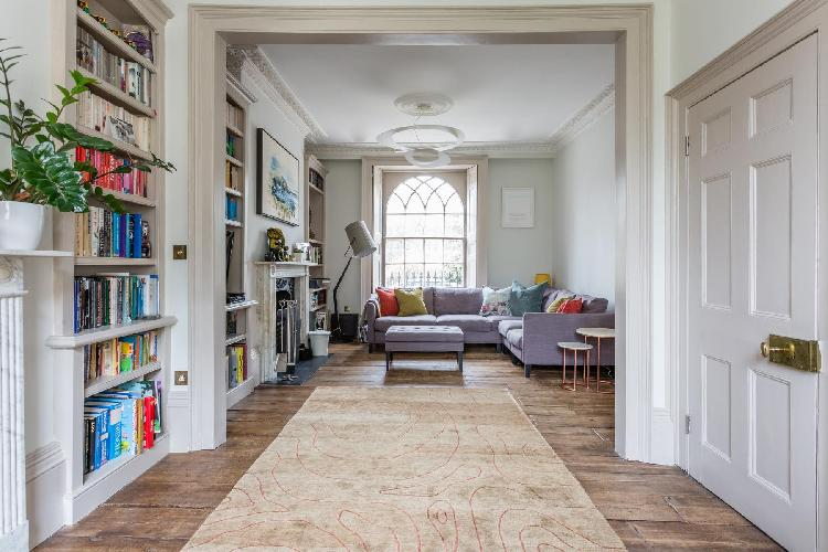 hearty and homey sitting room of London Canonbury Square III luxury apartment and holiday home