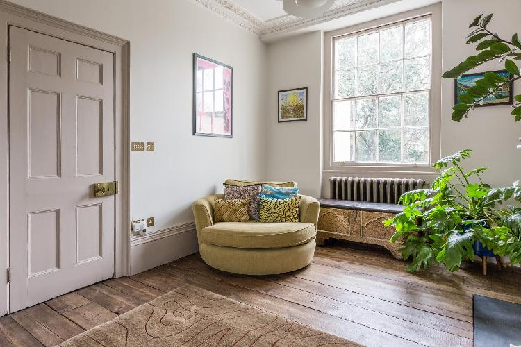 sunny and airy London Canonbury Square III luxury apartment