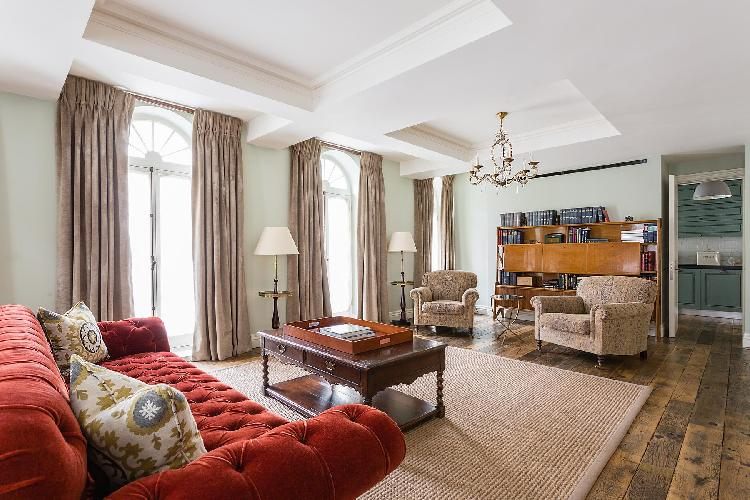 beautiful West End London Curzon Street II luxury apartment near Green Park tube station