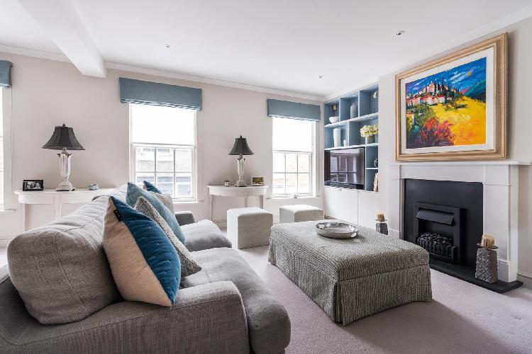 delightful London Kensington Park Mews luxury apartment and vacation rental