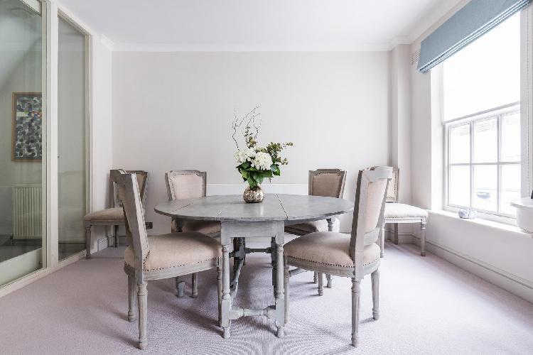 awesome window of London Kensington Park Mews luxury apartmentc