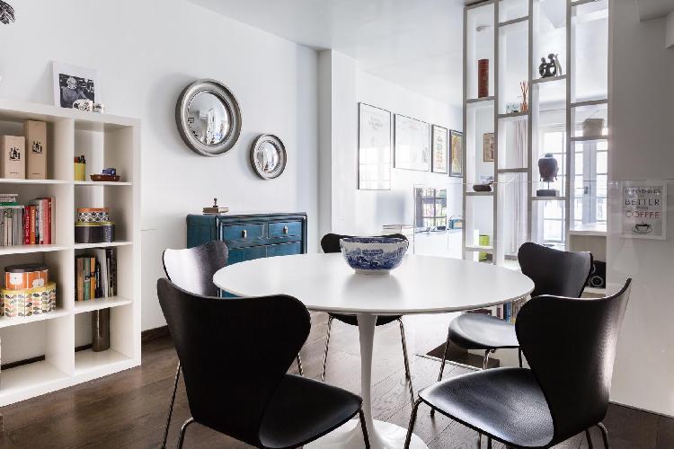 delightful dining area in London Rutland Mews South luxury apartmentLondon Rutland Mews South luxury
