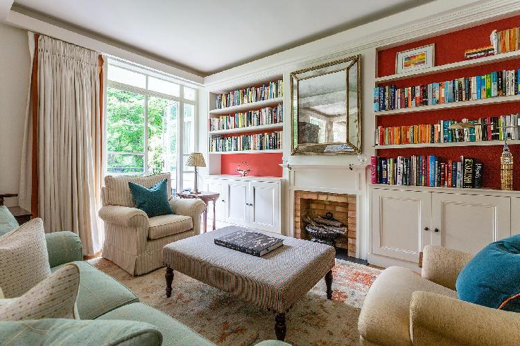 sitting room with bookshelves in London Airlie Gardens V luxury apartment