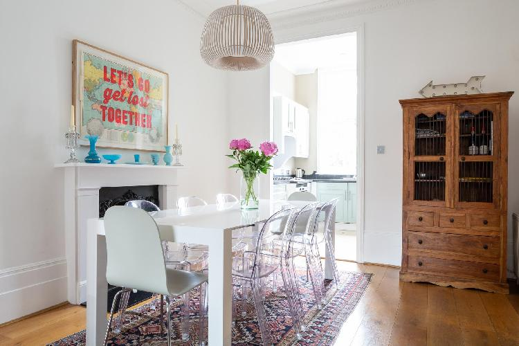 bright and breezy London Kensington Church Street VII luxury apartment