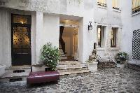 beautiful courtyard in a Paris luxury apartment