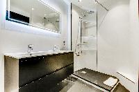 cool bathroom in Champs Elysées - Foch - 1 Bedroom luxury apartment