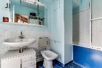 relaxing bathroom with tub in Paris - Rue du Banquier Penthouse luxury apartment