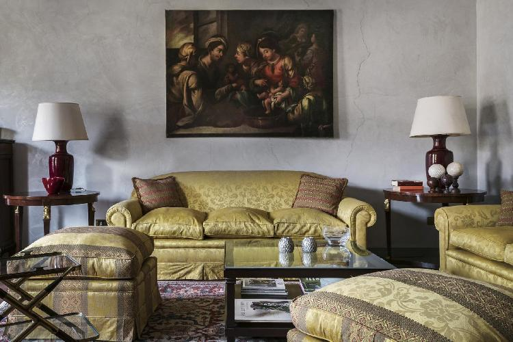 cozy living room of Rome - Piazza Margana luxury apartment