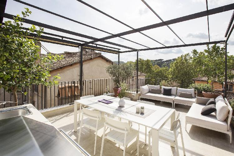 awesome roof garden terrace with canopy at Rome - Vicolo Orbitelli luxury apartment