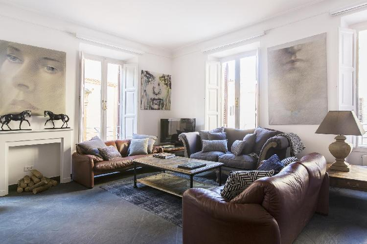 elegant Rome - Via del Cardello luxury apartment and holiday home