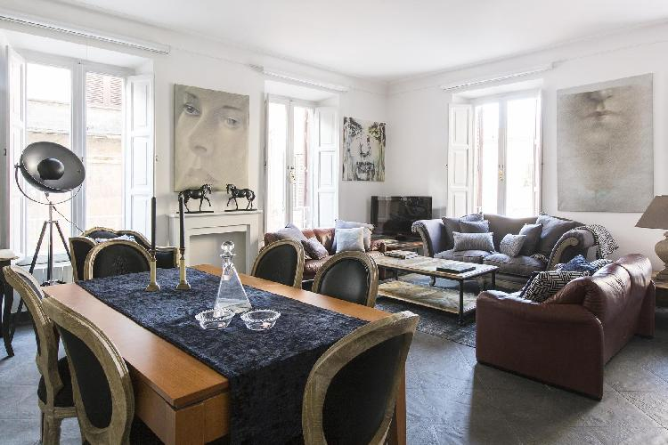 awesome Rome - Via del Cardello luxury apartment and vacation rental