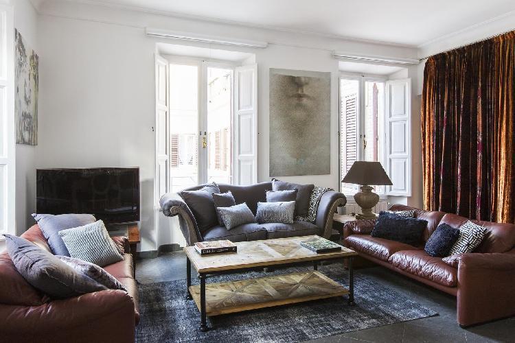 charming living room of Rome - Via del Cardello luxury apartment
