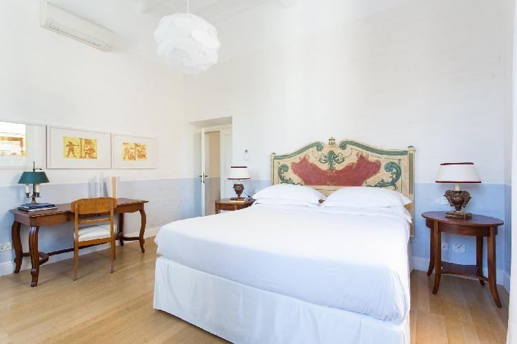 clean and crisp bedroom linens in Rome - Via Giulia III luxury apartment