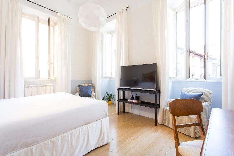 neat Rome - Via Giulia III luxury apartment and vacation rental