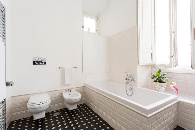 awesome bathtub in Rome - Via Giulia III luxury apartment