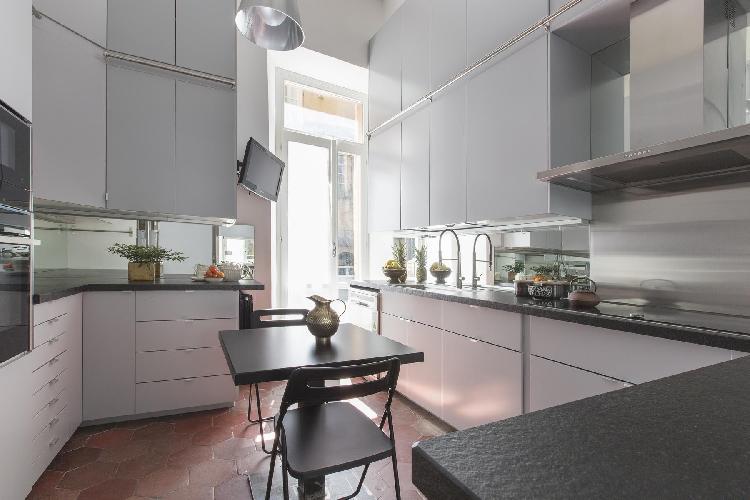 cool modern kitchen of Rome - Piazza di Santa Caterina della Rota luxury apartment