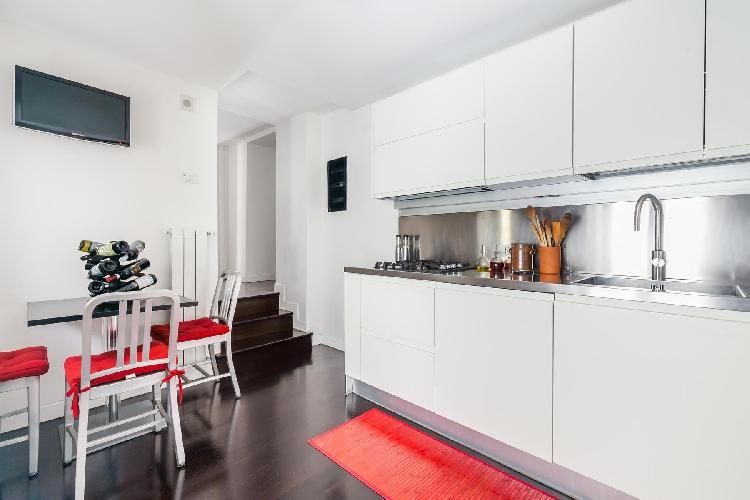bright and breezy Rome - Via Delle Tre Cannelle luxury apartment