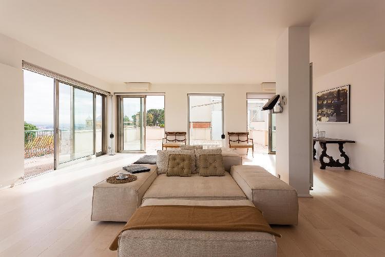bright and breezy Rome - Via Alberto Cadlolo luxury apartment