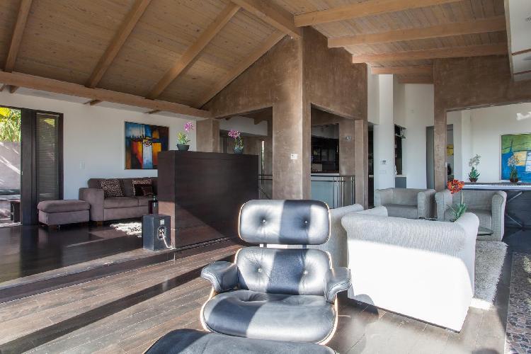 spacious Los Angeles Franklin Avenue luxury vacation rental